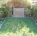 Farrah_Fawcett_grave_at_Westwood_Village_Memorial_Park_Cemetery_in_Brentwood,_California