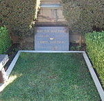 Walter_Matthau_grave_at_Westwood_Village_Memorial_Park_Cemetery_in_Brentwood,_California